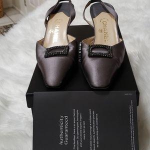 Chanel size 381/2 gray satin heels